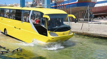 Autobuss, kurš māk peldēt