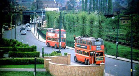 Divstāvu trolejbusi - Londonas transporta vesture un perspektīvas