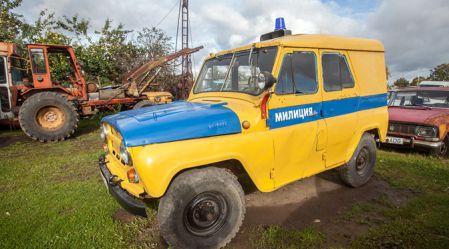 Igaunija: veco automobiļu muzejs zem klajas debess