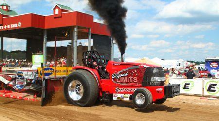 Sacīkstes ar traktoriem Teksasas gaumē