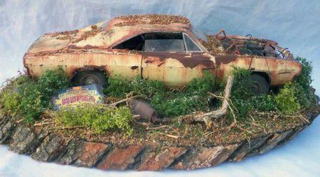 Diorāmas ar pamestiem automobiļiem