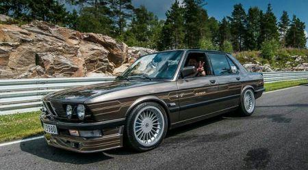 Vecais BMW E28 jauna BMW M3 vērtībā