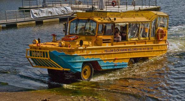 Autobuss-amfibija Liverpulē