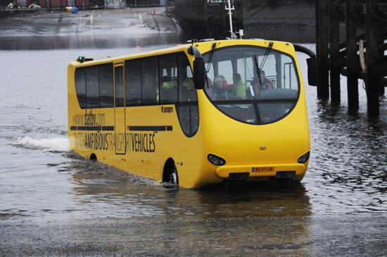 Autobuss-amfibija Skotijā