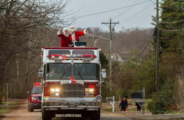 1214_USA_fire_Christmas_3