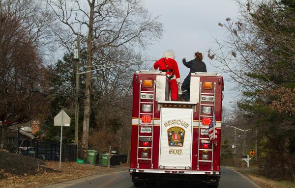 1214_USA_fire_Christmas_4
