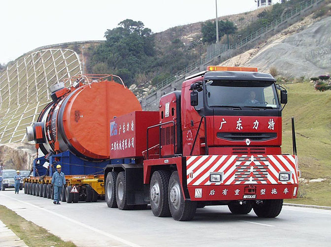 Tractomas, kurš strādā Ķinā