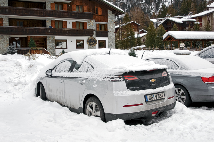 1502_chevrolet volt_snow