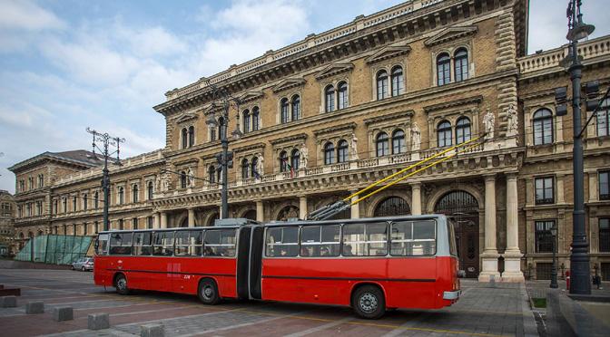 1504_Hungary_Ikarus_trolley