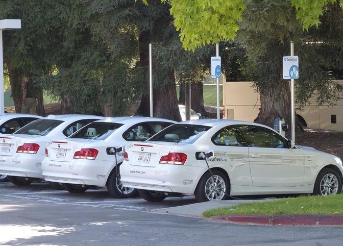 Pirmās sērijas DriveNow sistēmas elektriskie BMW, Sanfrancisko.