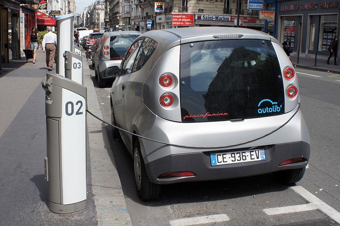 Autolib sistēmas Bolloré Bluecar elektromobili, Parīzē.