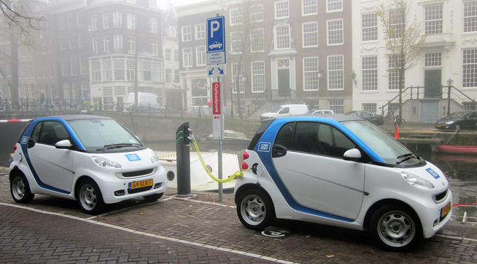 Car2Go sistēmas Smart elektromobiļi Amsterdamā.