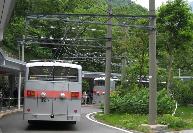 1507_underground_trolleybus_03