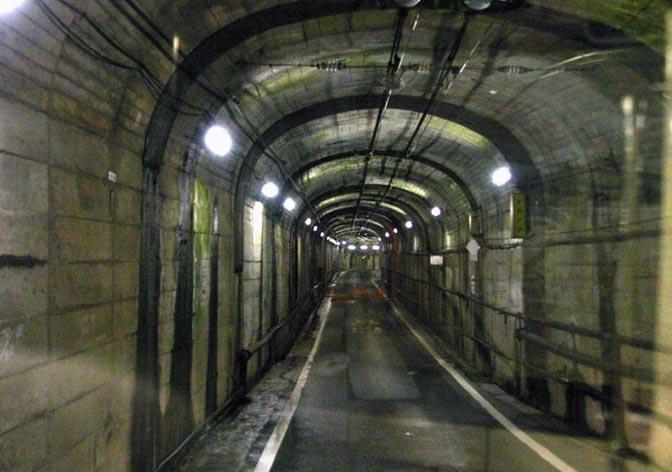 1507_underground_trolleybus_06
