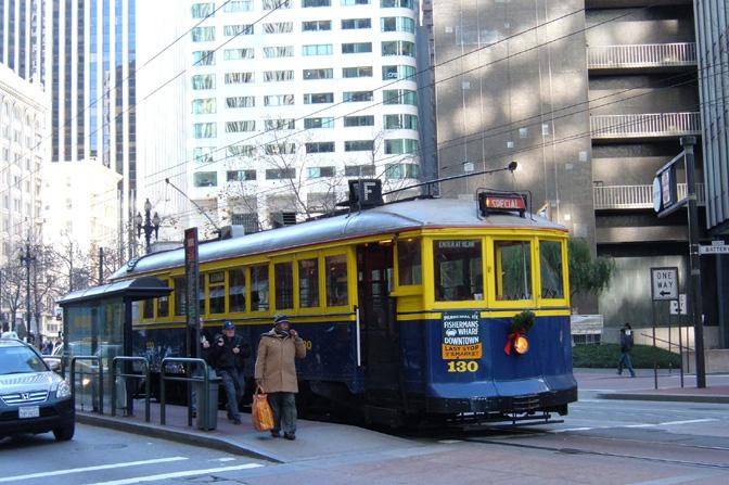 San_Francisco_Muni_streetcar_130