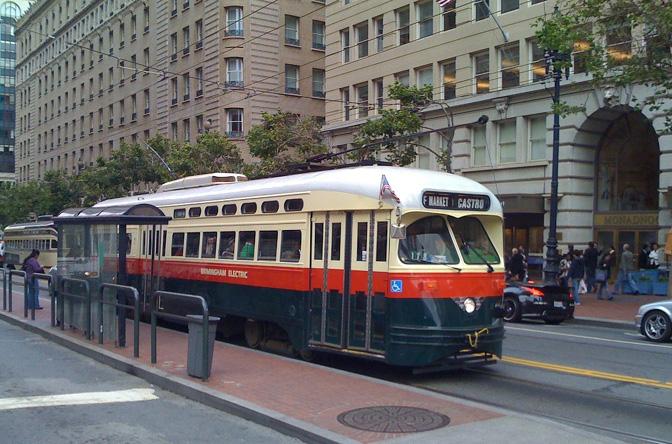 San_Francisco_PCC_streetcar_1077,_Birmingham_livery